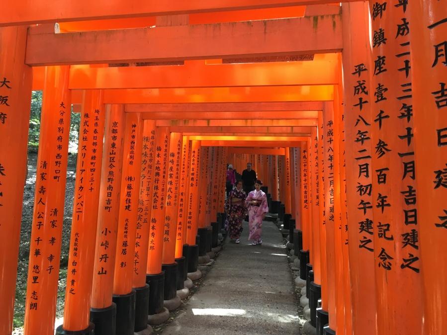 Kimono-clad women in Fushimi Inari-taisha